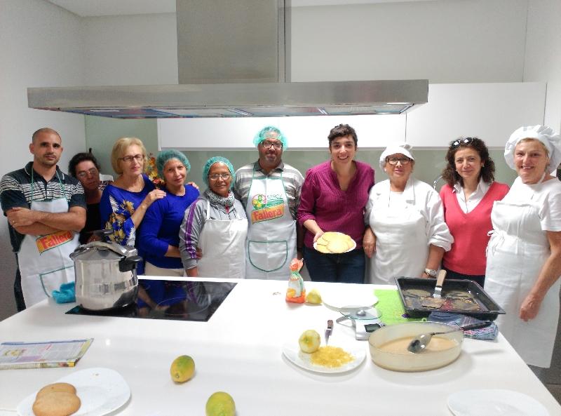 La concejala de bienestar social acude al curso de cocina for Curso de cocina pdf